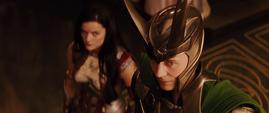 Loki y Lady Sif en la ceremonia de Thor