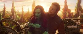 Quill intenta calmar a Gamora