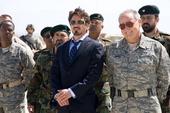Stark junto a los soldados militares