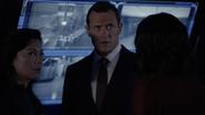 Mace discute sobre la desaparición de Coulson