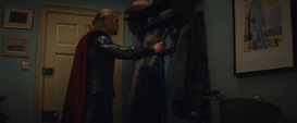 Thor deja el Mjolnir