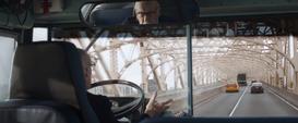 El Informante de los Vigilantes conduce un autobús