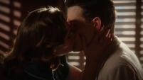 Carter y Sousa se besan