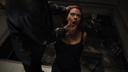 Natasha siendo interrogada - The Avengers