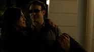 Murdock carga a Elektra