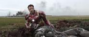 Stark entristecido por Rhodes