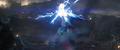 Stark es golpeado por el Mjolnir mientras Thanos lo sostiene