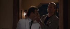 Killian asesina al mayordomo del hotel