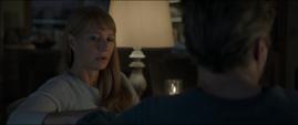 Potts le recuerda a Stark que son afortunados