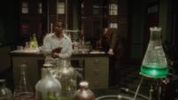 Stark en el laboratorio con Wilkes