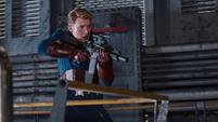 Steve Rogers con un arma en el Helicarrier
