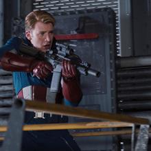 Steve Rogers con un arma en el Helicarrier.PNG