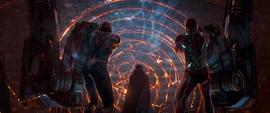 Parker, Stark y Strange aterrizando en Titán