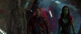 Groot, Quill y Gamora ven a los Devastadores llegar a Knowhere
