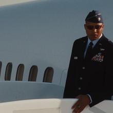 Rhodes en el Avión.png