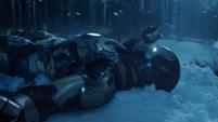 Stark aterriza en el Mark 42 casi sin energía