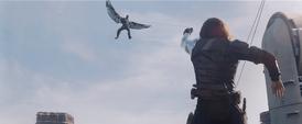 Soldado del Invierno enfrenta a Falcon
