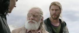 Thor y Loki encuentran a Odín
