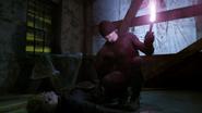 Murdock con una antorcha