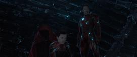 Stark en la Nave-Q con Parker y la Capa de Levitación
