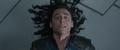 Loki es electrocutado por Thor