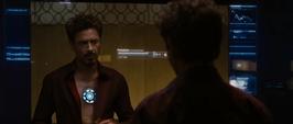 Stark sigue buscando una cura para su reactor