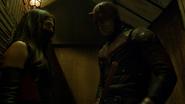 Murdock y Elektra se esconden