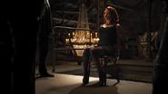 Natasha siendo interrogada
