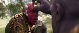 Thanos a punto de quitarle la Gema a Visión