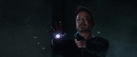 Stark amenaza a guardia de Killian
