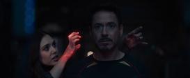 Wanda manipula la mente de Stark - AoU