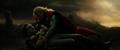 Loki finge su muerte en los brazos de Thor