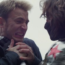 Rogers peleando con el Soldado del Invierno.png