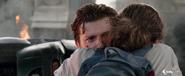 Parker abraza a Jones