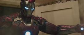 Iron Man salva civiles en edificio