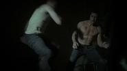 Mace es golpeado por los Guardianes