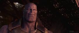Thanos sonriendo