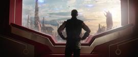 Thor solo en el edificio de Sakaar