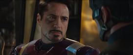Iron Man enfadado con Capitán América
