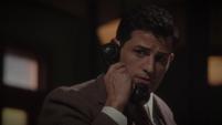 Sousa habla por teléfono