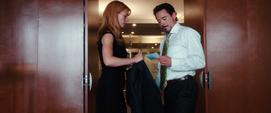 Potts le da a Stark la chaqueta