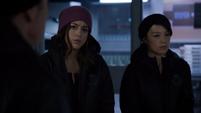 Skye decide seguir a Coulson