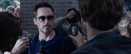 Stark declara frente a la prensa sobre el Mandarín