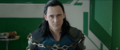 Loki encadenado en una silla