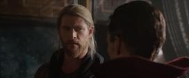Thor discute con Strange - TR