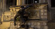 Parker intenta esquivar los ataques de Molten Man