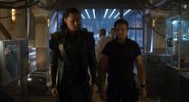 Hawkeye habla con Loki