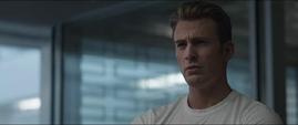 Rogers escucha la explicación de Thor