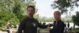 Stark y Potts ven a Strange