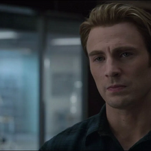 Rogers escucha las críticas de Stark.png